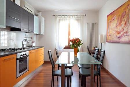 appartamento-arancio-alloggi-a-padova-cucina-padovaresidence