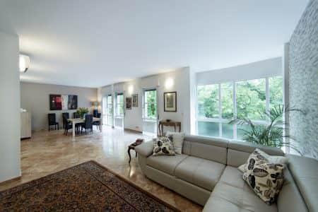 appartamento-tortora-salone-divani-padovaresidence-appartamenti-vacanze-padova
